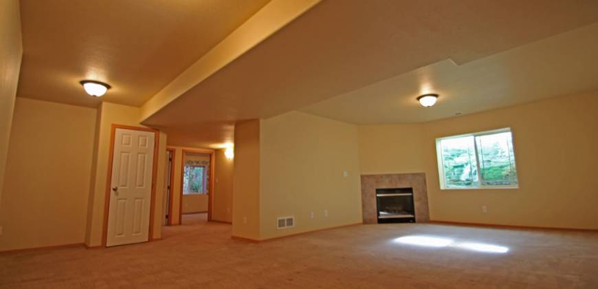 Gorgeous Rancher Home, Wheel Chair Accessible & Close to Ft. Carson!