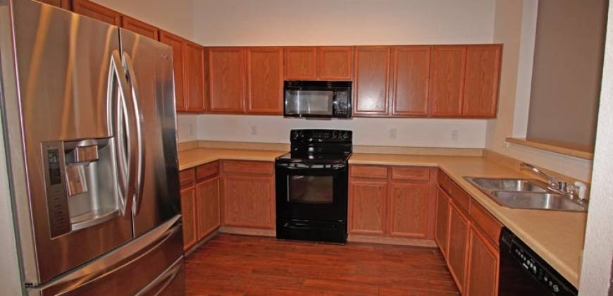 Beautiful Townhome & Close to Peterson AFB!!
