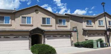 Gorgeous Townhome Close to Carson!!