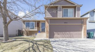 Beautiful Tri-Level Home- 4 Bed/2 Bath Powers Corridor