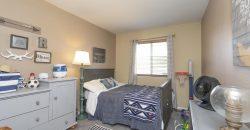 Beautiful Tri-Level Home- 4 Bed/2 Bath Powers Corridor