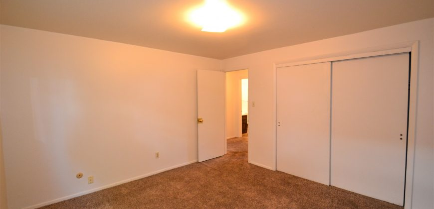 Classic 2 Bedroom off Garden of the Gods.