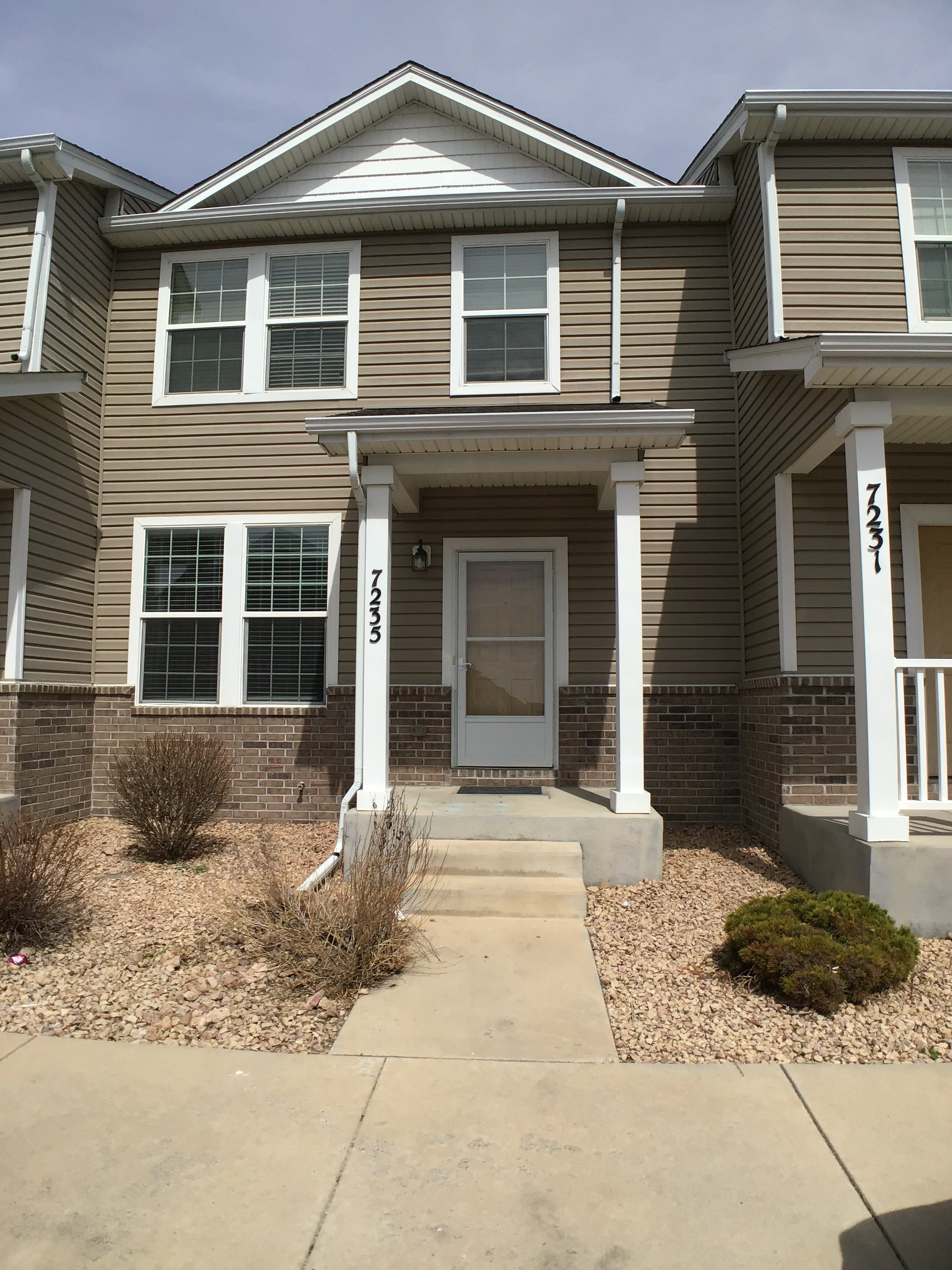Beautiful Townhouse Near Ft Carson